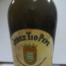 Coleccionismo de vinos y licores: BOTELLA DE JEREZ TIO PEPE. EMBOTELLADO PARA SUS MAJESTADES BALDUINO Y FABIOLA. GONZALEZ BYASS. JEREZ. Lote 207162251