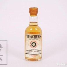 Coleccionismo de vinos y licores: BOTELLÍN LLENO - WHISKY TEACHER'S SCOTCH WHISKY - TEACHER & SONS, GLASGOW, ESCOCIA - AÑOS 70-80. Lote 207197083