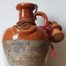 Coleccionismo de vinos y licores: WISKY MONKS. JARRA CANECO PORCELANA PRECINTADA. Lote 207290206