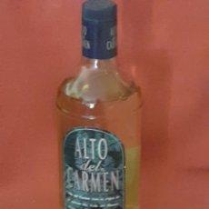 Coleccionismo de vinos y licores: BOTELLA DE AUTENTICO PRISCO ALTO DEL CARMEN CON TODO SU CONTENIDO. Lote 208414610