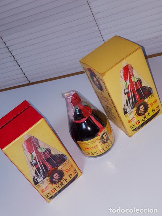 Coleccionismo de vinos y licores: botella-brandy-gran duque de alba-cajas-c.1970-precintada-coleccionistas-ver fotos - Foto 2 - 209332802