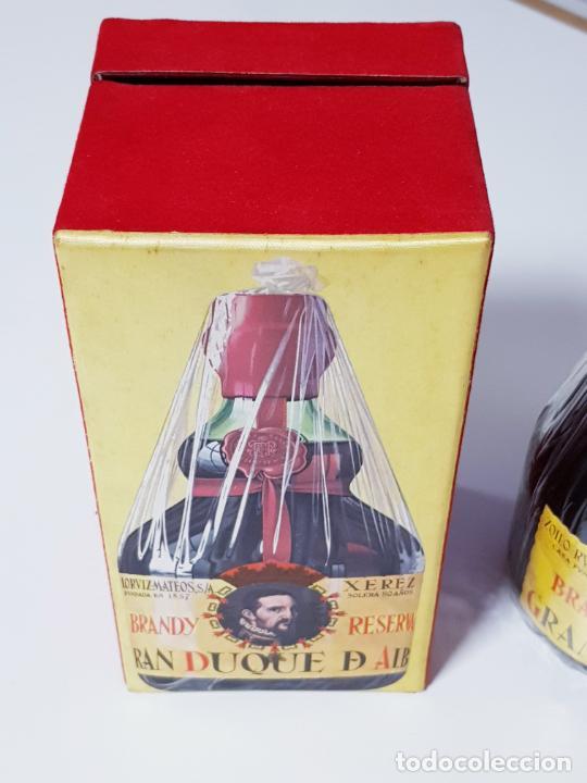 Coleccionismo de vinos y licores: botella-brandy-gran duque de alba-cajas-c.1970-precintada-coleccionistas-ver fotos - Foto 5 - 209332802