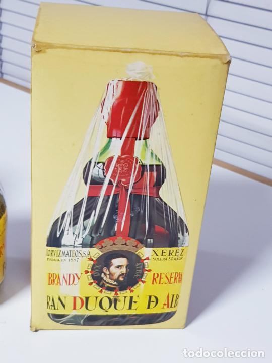 Coleccionismo de vinos y licores: botella-brandy-gran duque de alba-cajas-c.1970-precintada-coleccionistas-ver fotos - Foto 6 - 209332802