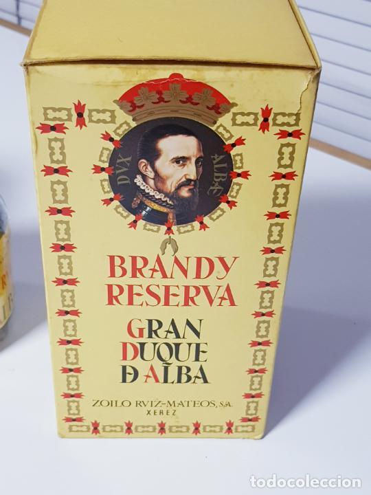 Coleccionismo de vinos y licores: botella-brandy-gran duque de alba-cajas-c.1970-precintada-coleccionistas-ver fotos - Foto 7 - 209332802