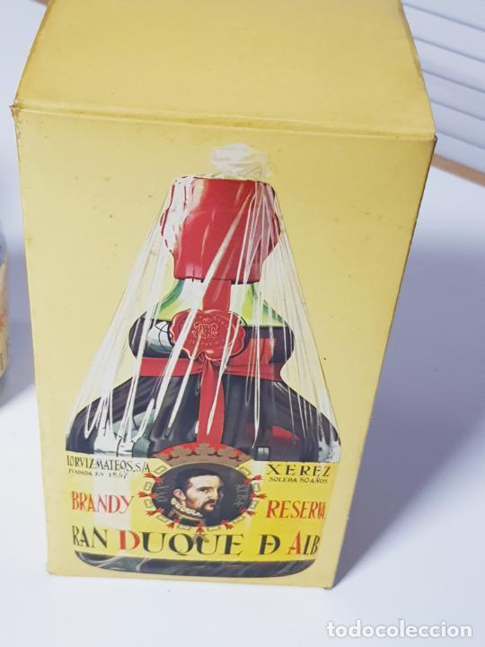 Coleccionismo de vinos y licores: botella-brandy-gran duque de alba-cajas-c.1970-precintada-coleccionistas-ver fotos - Foto 8 - 209332802