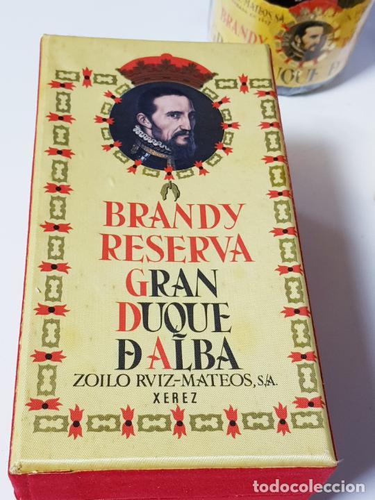 Coleccionismo de vinos y licores: botella-brandy-gran duque de alba-cajas-c.1970-precintada-coleccionistas-ver fotos - Foto 9 - 209332802