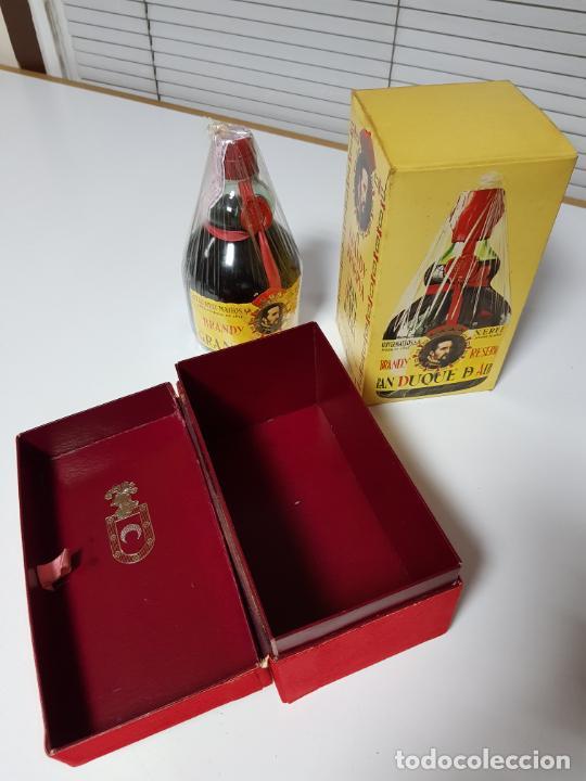 Coleccionismo de vinos y licores: botella-brandy-gran duque de alba-cajas-c.1970-precintada-coleccionistas-ver fotos - Foto 3 - 209332802