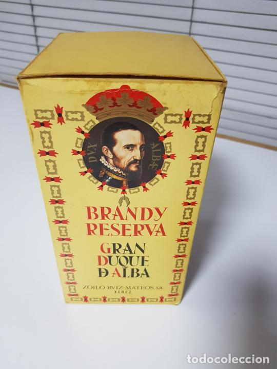 Coleccionismo de vinos y licores: botella-brandy-gran duque de alba-cajas-c.1970-precintada-coleccionistas-ver fotos - Foto 11 - 209332802
