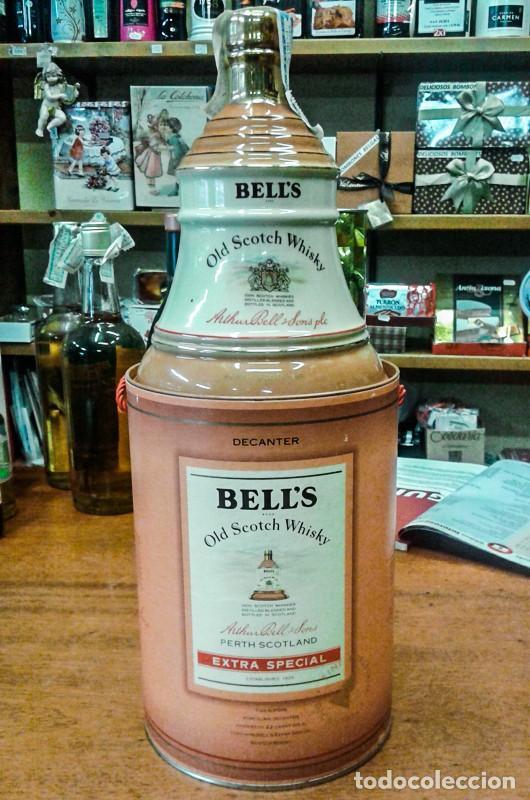 Coleccionismo de vinos y licores: WHISKY BELLS 12 AÑOS EN CAMPANA PORCELANA ( 0,75 Litros - Scotch Whisky ) - Foto 3 - 209059273