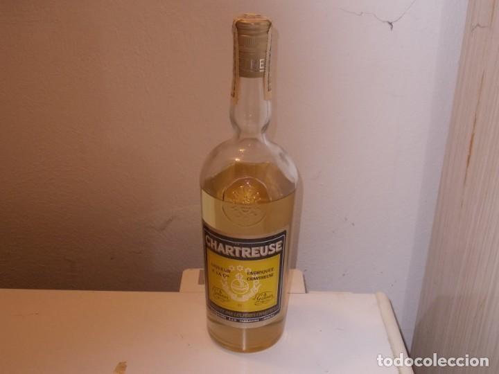 BOTELLA PRECINTADA CHARTREUSE, PRECINTO OCHO PESETAS (Coleccionismo - Botellas y Bebidas - Vinos, Licores y Aguardientes)