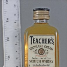 Collectionnisme de vins et liqueurs: BOTELLITA BOTELLIN TEACHERS HIGHLAND CREAM PERFECTION OF OLD SCOTCH WHISKY GLASGOW SCOTLAND TAIWAN. Lote 213042317