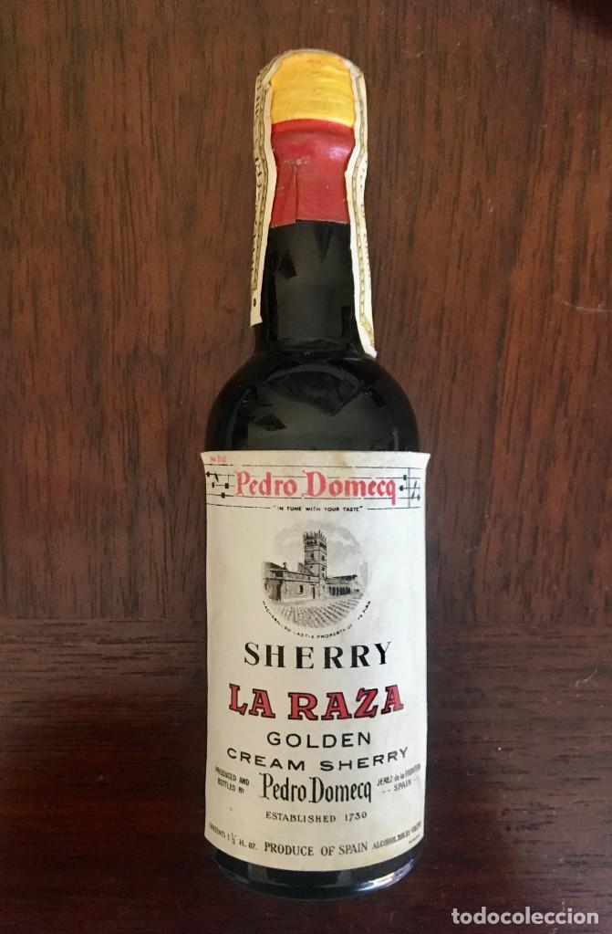BOTELLITA SHERRY LA RAZA GOLDEN - DOMECQ - PRECINTADA (Coleccionismo - Botellas y Bebidas - Vinos, Licores y Aguardientes)