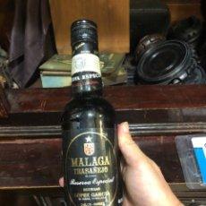 Coleccionismo de vinos y licores: VINO DE MALAGA, BOTELLA ANTIGUA. Lote 216702251