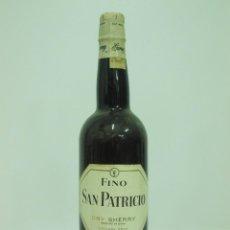 Coleccionismo de vinos y licores: ANTIGUA BOTELLA DE FINO SAN PATRICIO - DRY SHERRY - JEREZ. Lote 217734230