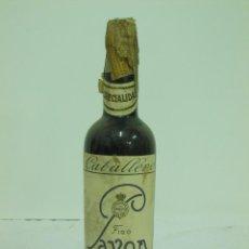Coleccionismo de vinos y licores: MUY RARA Y ANTIGUA BOTELLA DE FINO PAVON CABALLERO DE MEDIO LITRO. Lote 217735197