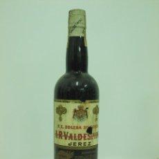 Coleccionismo de vinos y licores: ANTIGUA BOTELLA DE JEREZ P X SOLERA SUPERIOR A R VALDESPINO. Lote 217736998