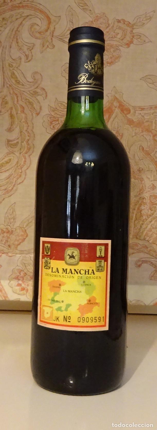 Coleccionismo de vinos y licores: INDURAIN, EL MEJOR. BOTELLA VINO TINTO BODEGAS CRISVE. DENOMINACIÓN DE ORIGEN LA MANCHA - Foto 2 - 218764287