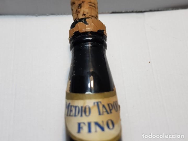 Coleccionismo de vinos y licores: Botella Vino Fino Medio Tapon Alicante nunca vista Vacia - Foto 6 - 219126178