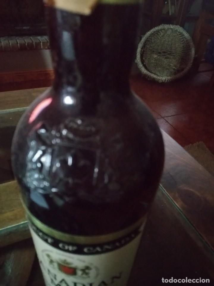 Coleccionismo de vinos y licores: Antigua Botella de whisky CANADIAN MIST, REF. SOT 16 - Foto 3 - 220101033