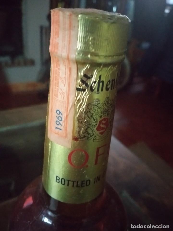 Coleccionismo de vinos y licores: ANTIGUA BOTELLA WHISKY CANADIAN SCHENLEY, O.F.C., 8 YEARS. AÑO 1969 REF. SOT 17 - Foto 3 - 220102238