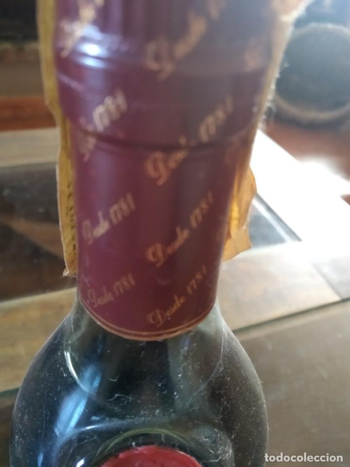 Coleccionismo de vinos y licores: ANTIGUA BOTELLA CARDENAL MENDOZA , BRANDY DE JEREZ , SOLERA GRAN RESERVA ,050 L. SOT 52 - Foto 2 - 220823613