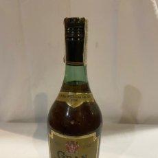 Coleccionismo de vinos y licores: BOTELLA DE BRANDY GRAN GARVEY JEREZ PRECINTO 8 PTAS. Lote 221102538