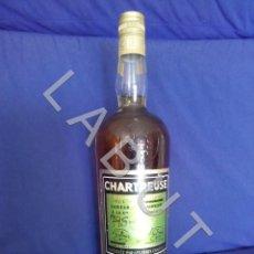 Coleccionismo de vinos y licores: PRECINTADA ANTIGUA BOTELLA LICOR CHARTREUSE TARRAGONA VERDE 55. Lote 221277913