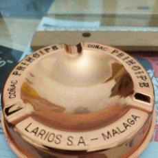Coleccionismo de vinos y licores: CENICERO ANTIGUO DE LARIOS MÁLAGA GINEBRA COÑAC PRINCIPE. Lote 221318640