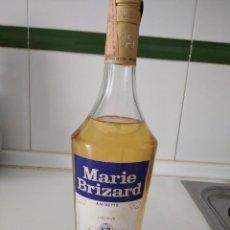 Coleccionismo de vinos y licores: ANTIGUA BOTELLA DE MARIE BRIZARD, ANISETTE, PRECINTA 4PTAS. Lote 221451308