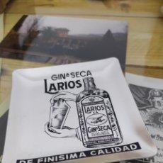 Coleccionismo de vinos y licores: PRECIOSO PLATO GINEBRA LARIOS MÁLAGA CENICERO METÁLICO VINTAGE. Lote 222179197