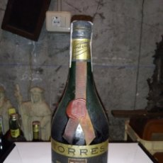 Coleccionismo de vinos y licores: BOTELLA DE BRANDY/COÑAC MIGUEL I DE BODEGAS TORRES-PRECINTO 4 PTS. Lote 222396872