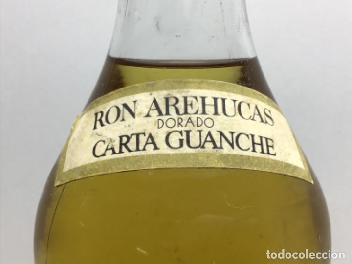 Coleccionismo de vinos y licores: RARA BOTELLA DE RON - RHUM. - RON AREHUCAS DORADO -CARTA GUANCHE - ARUCAS GRAN CANARIA - 1LITRO 40º - Foto 6 - 222588792