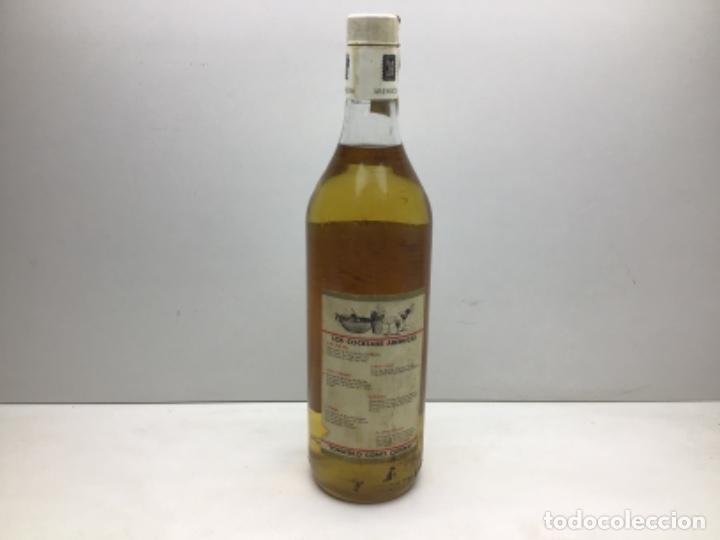 Coleccionismo de vinos y licores: RARA BOTELLA DE RON - RHUM. - RON AREHUCAS DORADO -CARTA GUANCHE - ARUCAS GRAN CANARIA - 1LITRO 40º - Foto 3 - 222588792
