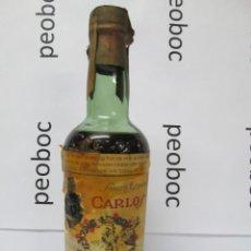 Coleccionismo de vinos y licores: ANTIGUA BOTELLA BRANDY COÑAC, CARLOS I SOLERA ESPECIAL, DEBLE ETIQUETA, IMPUESTO DE 40 CTS.. Lote 222913721
