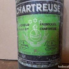 Coleccionismo de vinos y licores: CHARTREUSE TARRAGONA 55° GRADUACIÓN EN ROJO, 30 CM. SIN ABRIR; MÁS DE 50 AÑOS EN LA BODEGA. AÑOS 60.. Lote 222914001