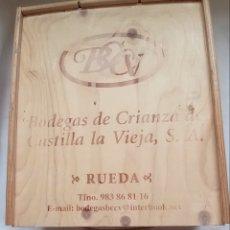 Coleccionismo de vinos y licores: ESTUCHE CAJA DE MADERA ANTIGUA BODEGA DE CRIANZA CASTILLA LA VIEJA RUEDA. Lote 223441648
