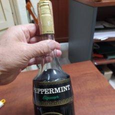 Coleccionismo de vinos y licores: BOTELLA ANTIGUA MARIE BRIZARD PIPPERMINT , CON SELLO DE ÁGUILA.. Lote 228255535