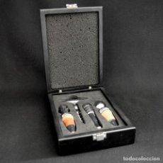 Coleccionismo de vinos y licores: ESTUCHE DE CATA DE VINOS CON ABRIDOR Y DOS TAPONES. Lote 229393780