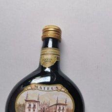 Coleccionismo de vinos y licores: VINO PORTUGUES. BOTELLÍN COLECCIÓN 187 ML. MATEUS ROSE. Lote 232465770