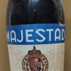 Coleccionismo de vinos y licores: ANTIGUA BOTELLA BRANDY COÑAC, MAJESTAD DE BODEGAS SANCHO, IMPUESTO DE 80 CTS.. Lote 232723055