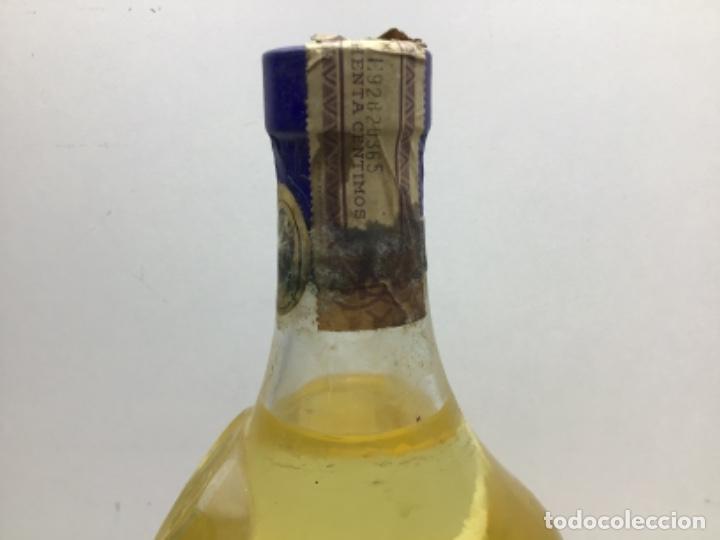 Coleccionismo de vinos y licores: ANTIGUA BOTELLA MARIE BRIZART - ANISETTE PRECINTO DE 80 cts - Foto 4 - 234938815