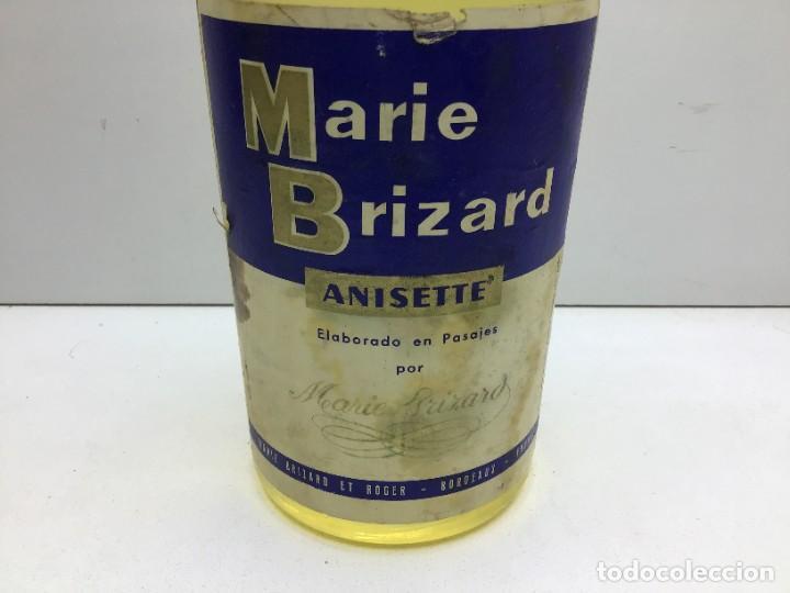 Coleccionismo de vinos y licores: ANTIGUA BOTELLA MARIE BRIZART - ANISETTE PRECINTO DE 80 cts - Foto 2 - 234938815