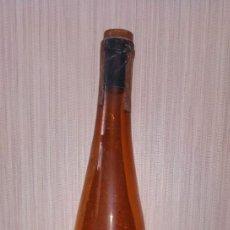 Coleccionismo de vinos y licores: ANTIGUA BOTELLA RON BACARDI SUPERIOR. SANTIAGO DE CUBA. SELLO REPUBLICA 30 CENTIMOS.. Lote 235888815