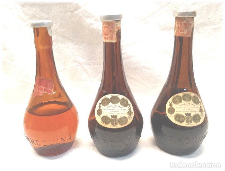Coleccionismo de vinos y licores: Calisay destilerías Mollfulleda Ferroquina Arenys, 3 Botellines. Med. 15 cm - Foto 6 - 236494395