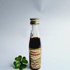Coleccionismo de vinos y licores: BOTELLITA VERMOUTH YZAGUIRRE 50CC VIDRIO 12CM BOTELLIN MINI BOTELLA MINIATURA. Lote 236535250