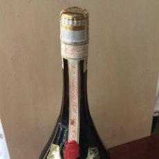 Coleccionismo de vinos y licores: CALISAY FERROQUINA DEL 69. Lote 236579970