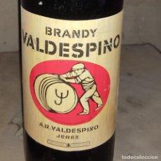 Coleccionismo de vinos y licores: BOTELLA ANTIGUA BRANDY VALDESPINO JEREZ TAPON CORCHO PRECINTO 80 CENTIMOS. Lote 233484085