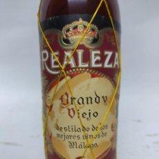 Coleccionismo de vinos y licores: BOTELLA DE BRANDY VIEJO REALEZA .HIJOS DE ANTONIO BARCELO MALAGA.REALEZA BACARLES.80 CENTIMOS.. Lote 240770705