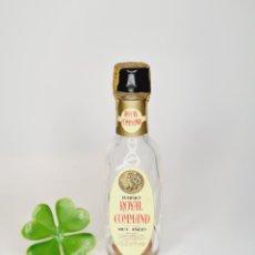 Collectionnisme de vins et liqueurs: BOTELLITA WHISKY ROYAL COMMAD VACIA,PRECINTO ROTO 9.8CM VIDRIO BOTELLIN MINI BOTELLA MINIATURA. Lote 243423575