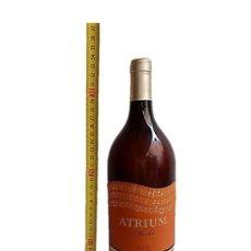 Coleccionismo de vinos y licores: BOTELLA GIGANTE PUBLICIDAD DISPLAY ATRIUM TORRES. Lote 243985090